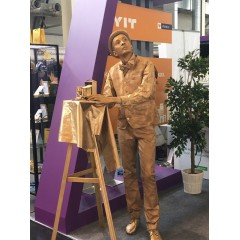"Живая статуя ""Старый фотограф"""