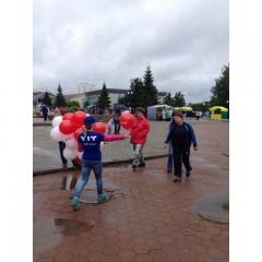 Раздача шаров на день города В.Пышма